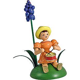 Blumenkind mit Traubenhyazinthe und Trommel sitzend  -  12cm